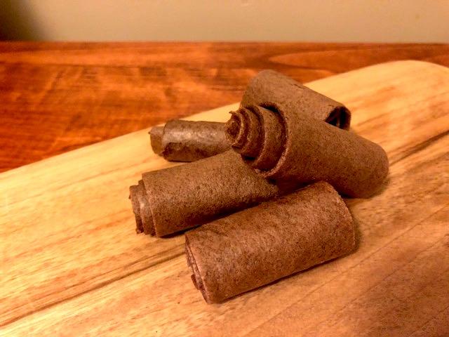 完熟バナナを使った、砂糖・添加物不使用の自家製チョコバナナキャンディー|フルーツレザー・レシピ